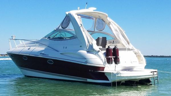Cruisers Yachts 300 Express Profile