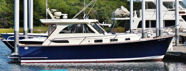 Legacy Yachts Hardtop Express Legacy Yachts 32 Starboard Profile