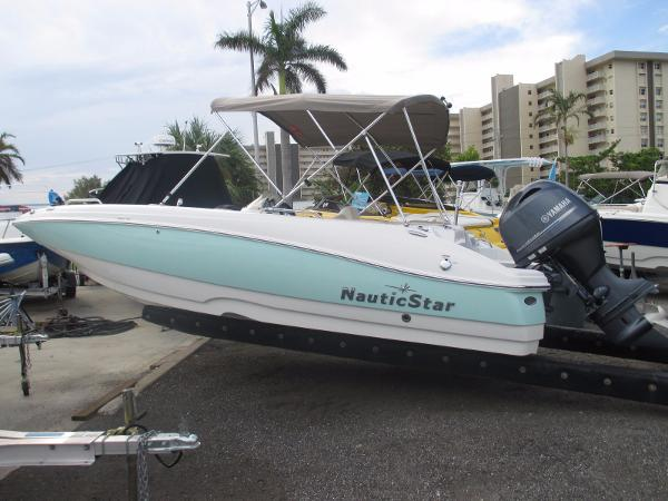NauticStar 203 SC Sport Deck