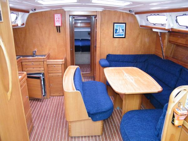 Bavaria 46 Cruiser saloon seating