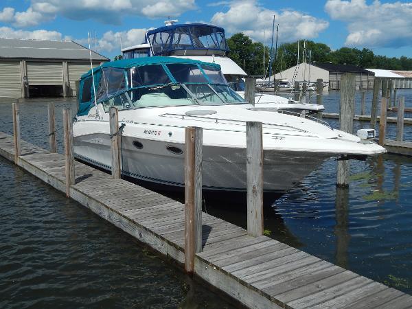 Cruisers Yachts 3120 Aria