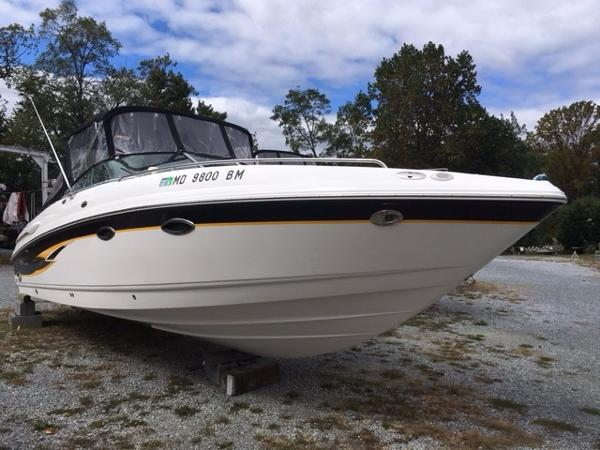Chaparral 265 SSi Starboard Bow