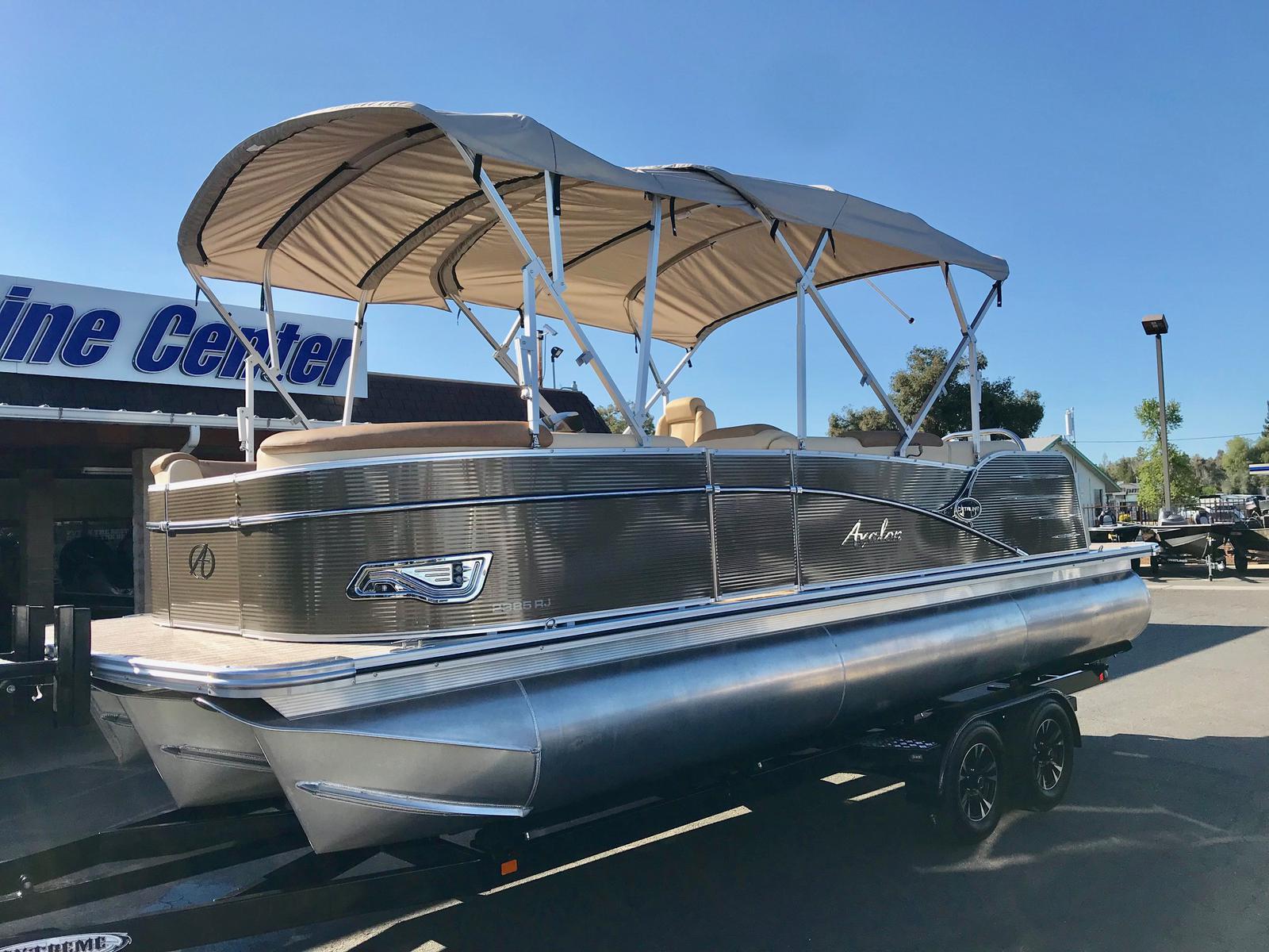 Avalon Catalina Rear J Lounge 23'