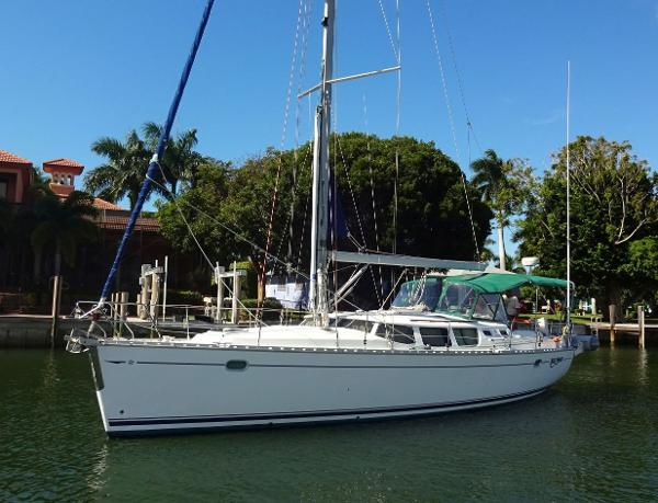 Jeanneau 43 Deck Salon Port side bow, hull mast & headstay