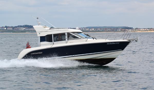 Aquador 25ce Underway in Poole Bay