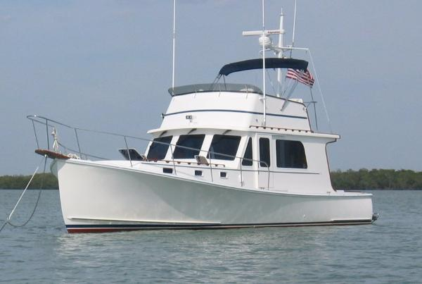 Duffy 37 Flybridge Cruiser Port Side