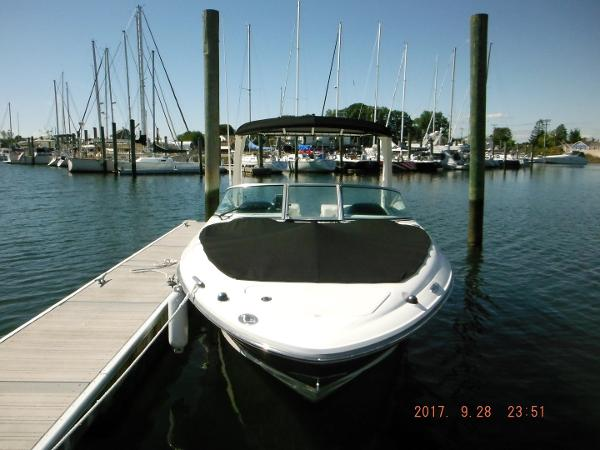 Sea Ray 250 SLX Bow view with cover