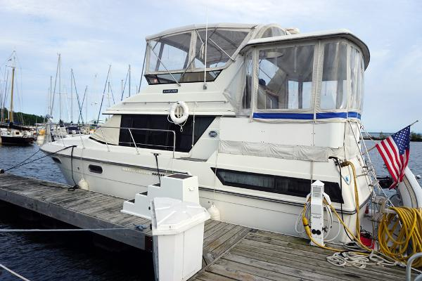 Carver 3807 Aft Cabin Motoryacht Portside at the dock