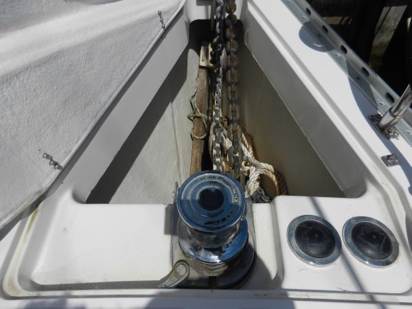 Deep anchor locker and Electric windlass