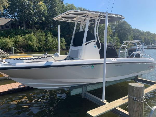 Boston Whaler Dauntless 21