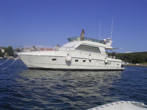 Ferretti Yachts Altura 39 content