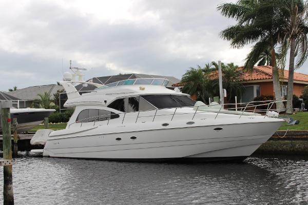 Cruisers Yachts 5000 Sedan Sport