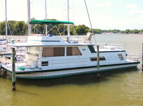Gibson 50 Classic Flybridge Houseboat