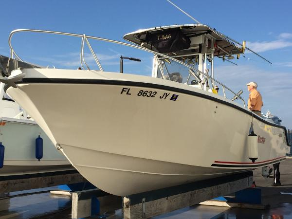 Mako 282 Center Console Port Fwd Qtr