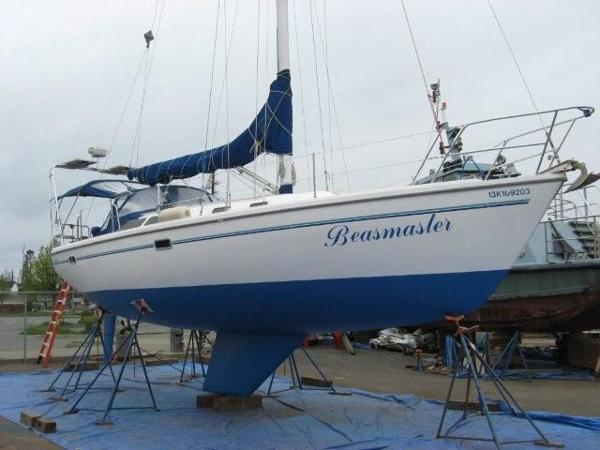 Catalina 36 MkII Starboard haul out 2015