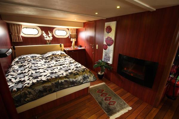 Topline Long Range Trawler owners cabin