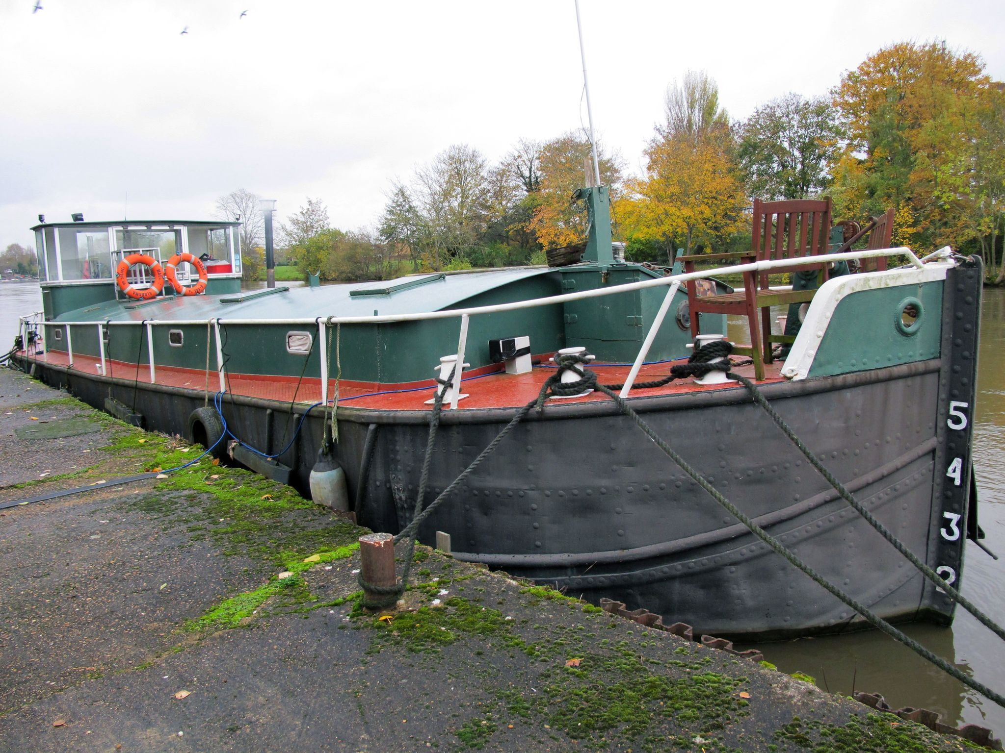 Barge 17m with Thames mooring