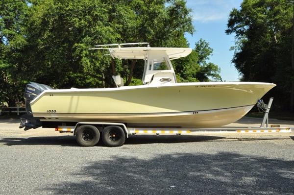 Sea Hunt Triton 290 LOW HOURS