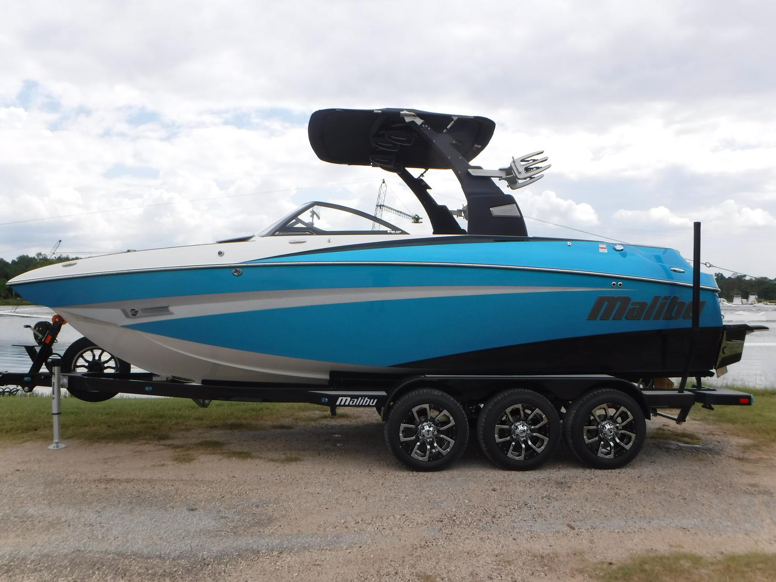 Malibu M235 / DEMO REBATES AVAILABLE