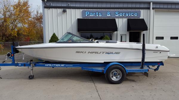 Nautique Ski Nautique 200 Closed Bow