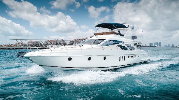 Azimut 62 Port Bow
