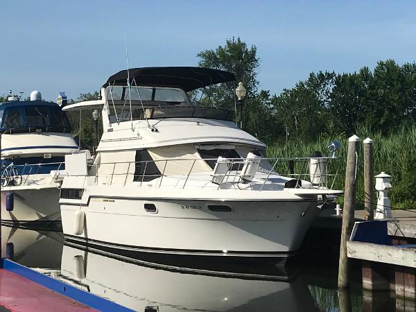 Carver 38 Aft Cabin Starboard View_Dock Side