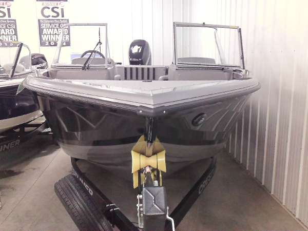 Crestliner 2250 Authority
