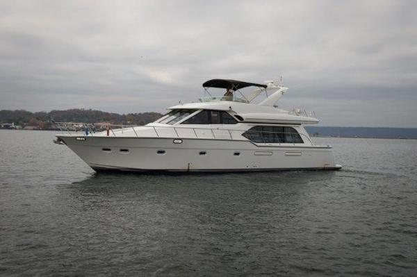 Bayliner 5788 Pilot House Motoryacht Profile