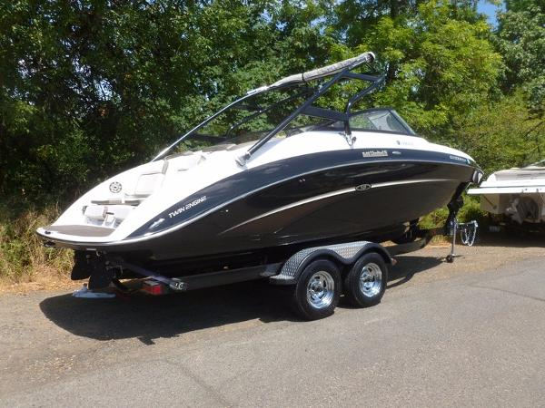 Yamaha Marine 242 Limited S w/Painted Trail