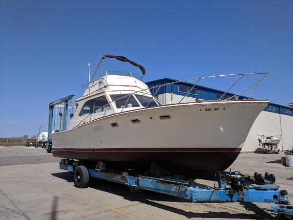 Egg Harbor 33 Sedan