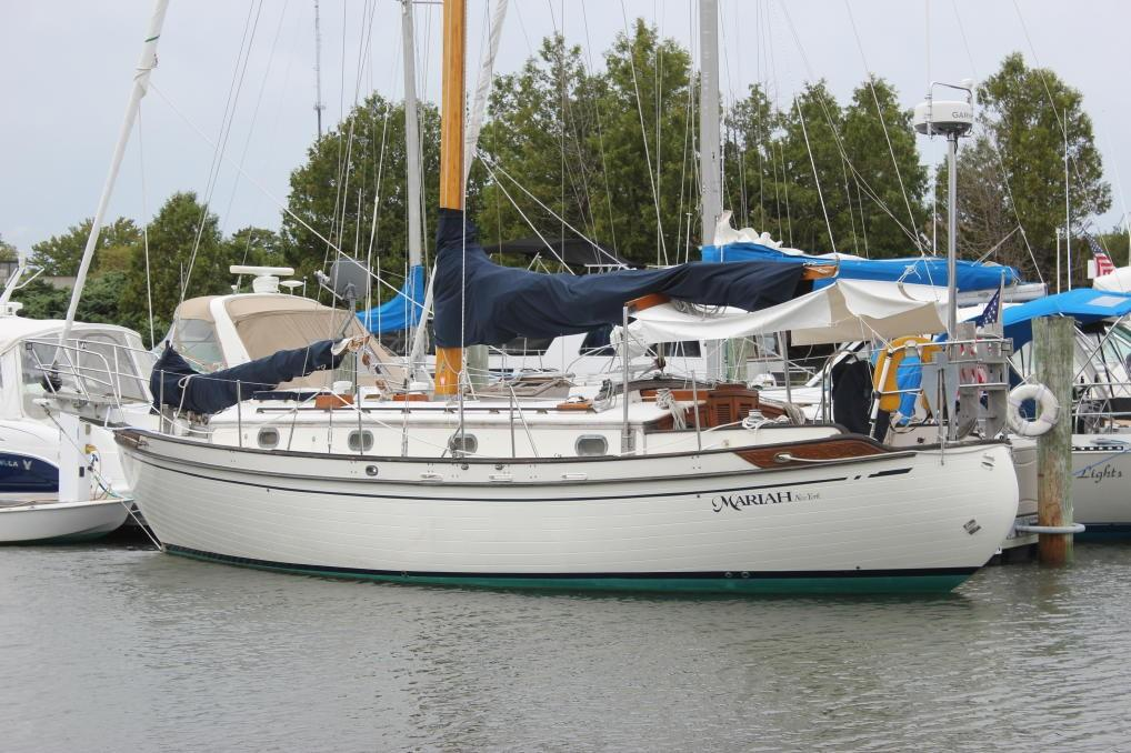 Tayana 37 Port view