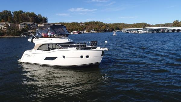 Carver Yachts C40 Command Bridge