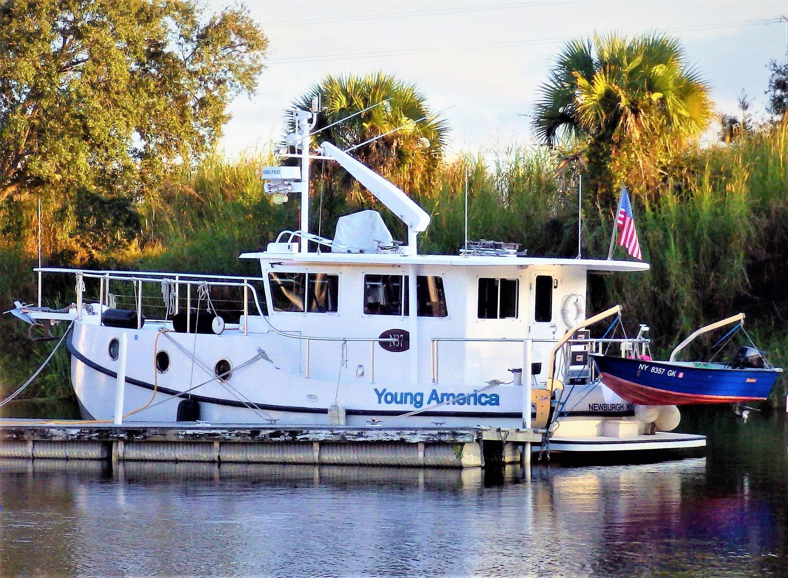 Mirage Great Harbour N-37 davit profile photo.jpg