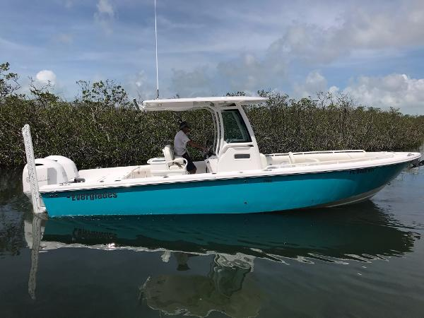 Everglades 273 Center Console