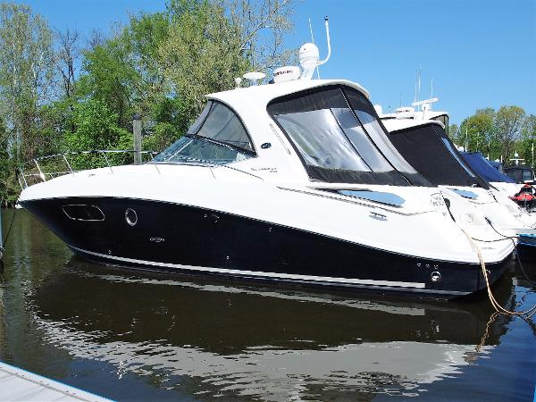 Sea Ray 350 Sundancer port side
