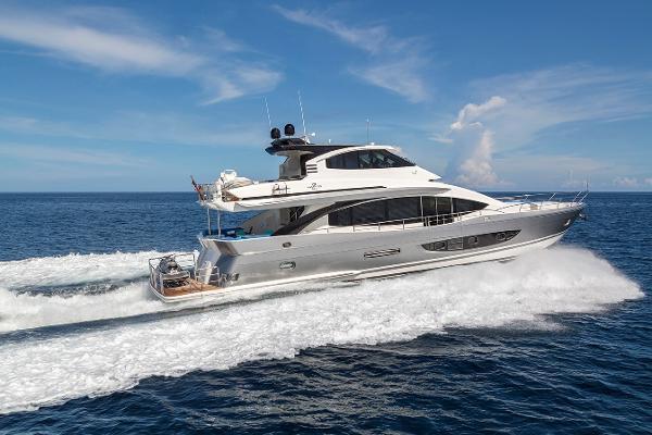 Hampton Skylounge Motor yacht