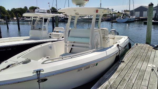 Everglades Boats 240 Cc At the dock