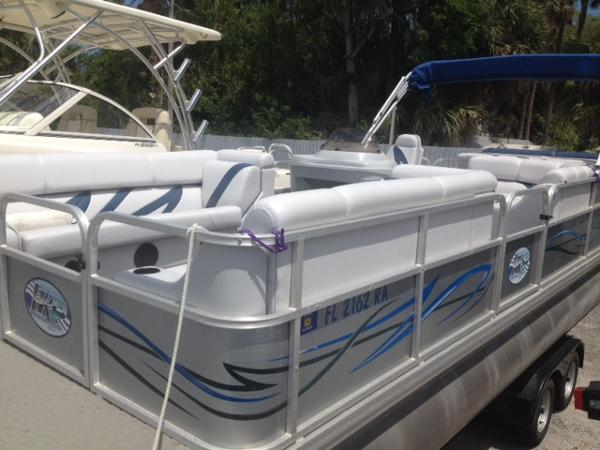 Leisure Kraft Pontoon 23' Pontoon