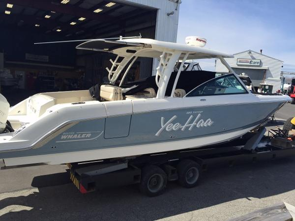 Boston Whaler 320 DC