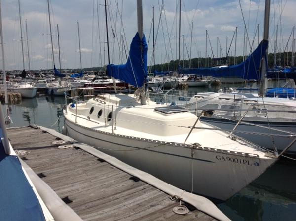 Columbia 8.7 Exterior Starboard View