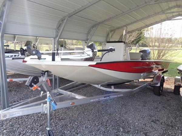 Xpress Boats Hyper-Lift Bay Series H18B