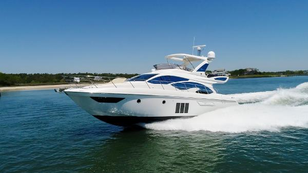 Azimut 54 Flybridge Seas The Day cruising the waterway