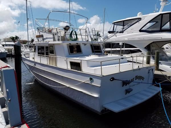 Present Yachts Trunk Trawler Profile