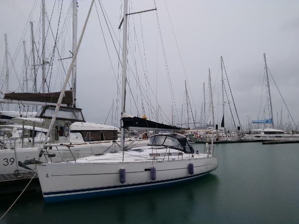 Beneteau Oceanis Clipper 323 OCEANIS 323