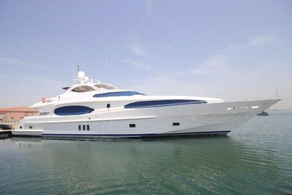 Gulf Craft Majesty 118