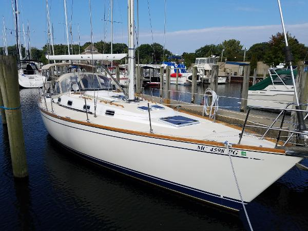 Tartan 372 Starboard side forward