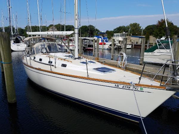 Tartan 372 Starboard side forward
