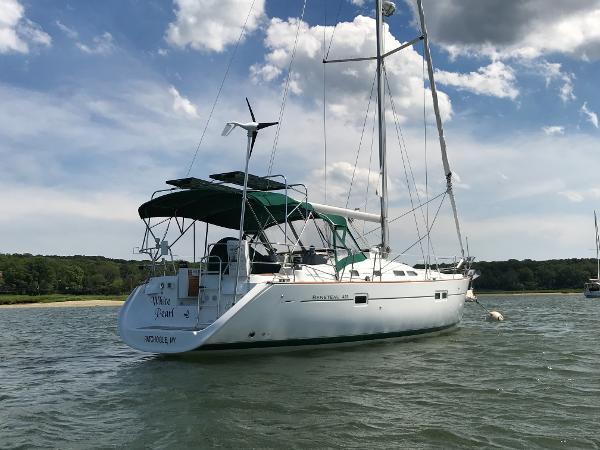 Beneteau 423 Starboard Side/Stern