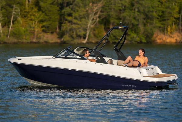 Bayliner VR4 Bowrider I/O Manufacturer Provided Image