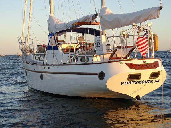 Globe GY41CC Ketch Stern at Anchor